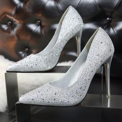 Giày cao gót đính hạt cực kỳ cá tính